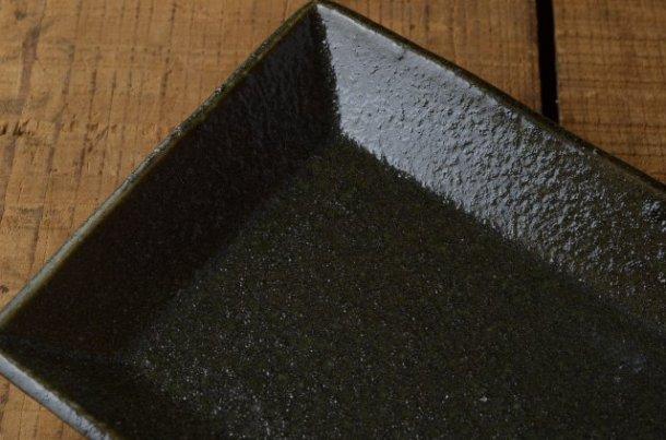表面は独特な仕上がり。