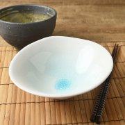 涼しげな貫入のひびもようが美しい中鉢