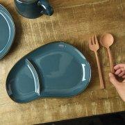 おにぎりのような形がかわいい仕切り皿です