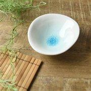 涼しげな貫入のひびもようが美しい小鉢