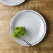 ずっしりと重厚感のある土感漂う中皿