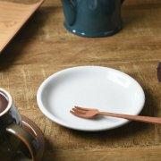 レトロな雰囲気のぽってりとした厚口の小皿です