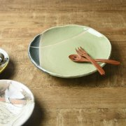 あじわい深いがっしりとした大皿
