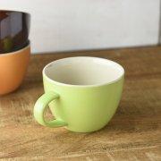 明るいカラーリングのスープカップ