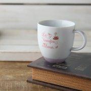 キュート・ポップなロゴのマグカップ
