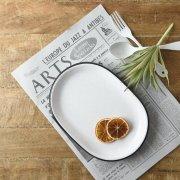 インダストリアルな雰囲気の楕円皿