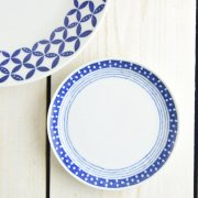 ブルーのパターンがかわいい小皿